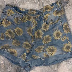 American Eagle Distressed Sunflower Mom Short